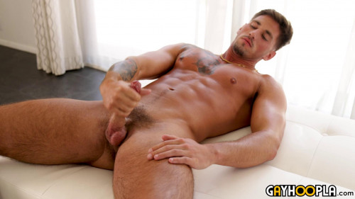 Tan Hottie Rhett West Shows Off His Cock And Perfect Body