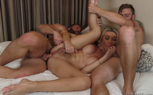 Superstar TS Aubrey Kate In Threesome Fuck SheMale