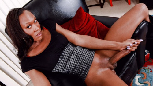 Kayla biggs makes her debut Transsexual