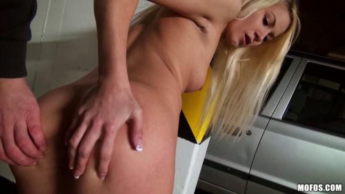 Blonde Girl Sucked Off This Random Guy In Public Amateur Porn