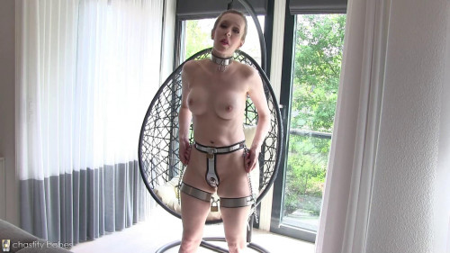 Relaxing in thigh bands BDSM