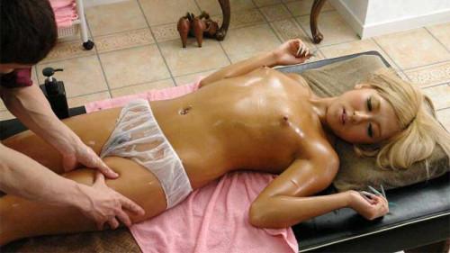 Blonde beauty, airi tachibana is enjoying a lot in a massage parlor