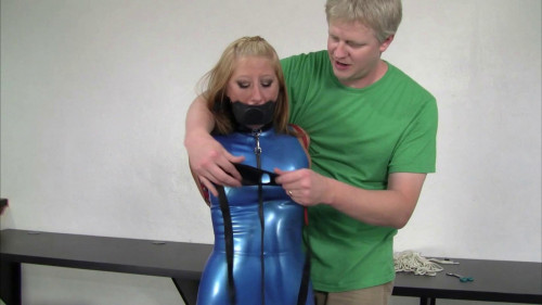 HD Bdsm Sex Videos Secretary in a blue latex suit