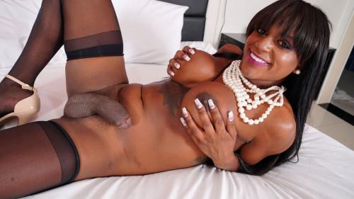 Black TS Renata Barbosa is back