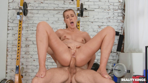 Alexis Crystal - Twerking Out at the Gym (2020)