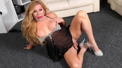 Fabiola blonde's cumshot special! Shemale
