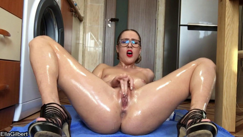 Ella Gilbert - Oily Fisting On My Kitchen Floor Fisting and Dildo