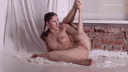 Naked Flexy Erotic Video