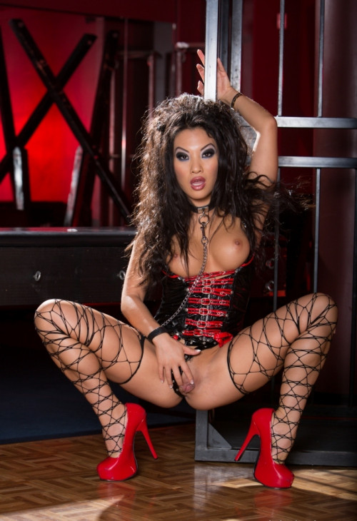 Asa Akira caged for an anal drilling HD Clips