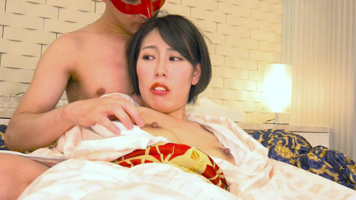 Asian Babe with unshaved fur pie!
