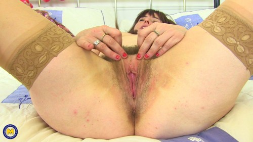 British hairy housewife Janey playing with her toy Hairy
