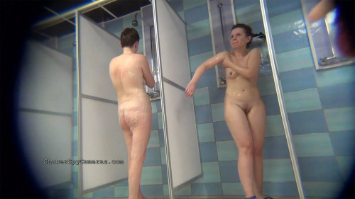 Real amateur girls catched on really hidden cameras