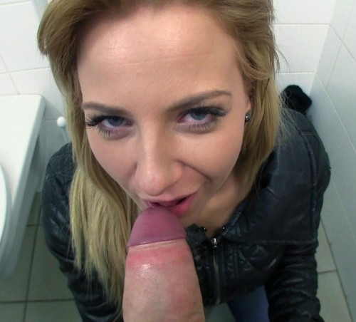 Girl Showed Off Her Round Ass In A Bathroom