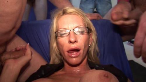 GangBang Sluts Sarah In the glasses
