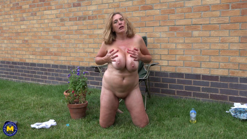 saggy tits mature masturbates outside full hd Masturbation