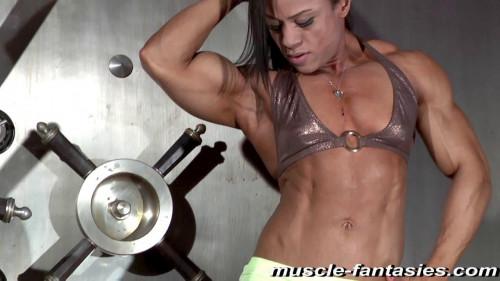 Kashma Maharaj Female Muscle
