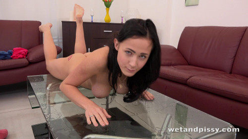Nicol Love Peeing