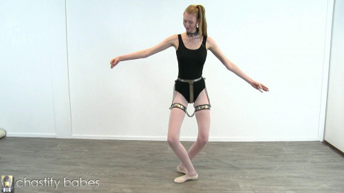 Cassie – ballet girl in thigh bands BDSM