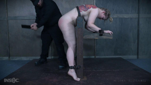 Pussy Hook Promotes a Squirting Success BDSM
