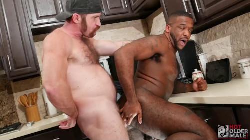 HOM - Vegas Plumber Gets Paid With Ass: Zach Maxwell & Micah Martinez