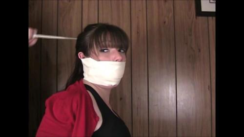 Elizabeth Andrews in - The Missing Report