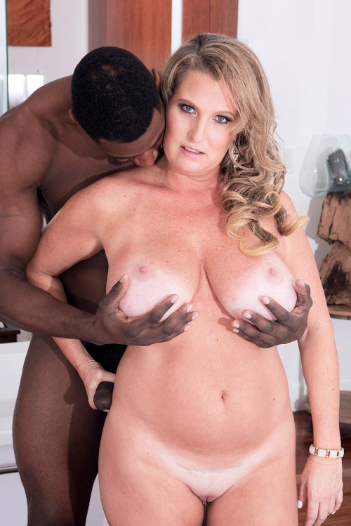 Big black cock for a luxurious mommy