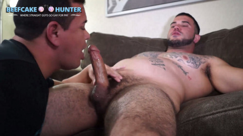 Beefcake Hunter - Enrique - Security guard late night servicing
