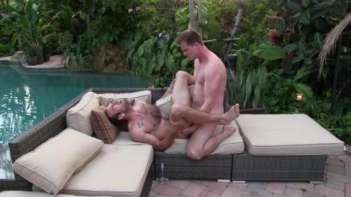 Dallas Barebacking Maxx Fitch at his Garden