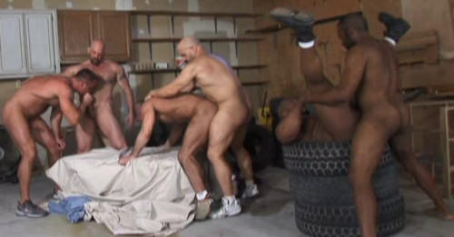 Amateur Orgies With Muscle Bears