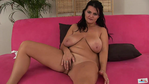 Big tit milf dawn masturbates at bed