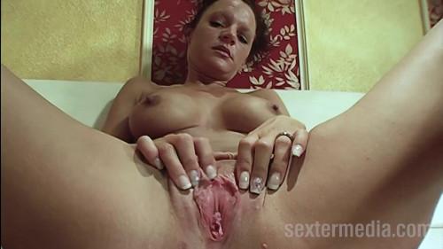 Sexy bitch at the solo fucking full hd Masturbation