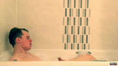 Wet Twink Fun In The Tub