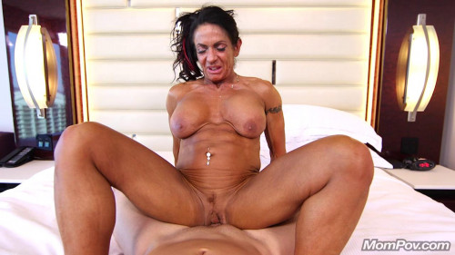 Ericca - Bodybuilder Gilf loves ass fucking (2018) Female Muscle