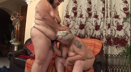 BBW lesbians use strap on to simulate hardcore sex Lesbian