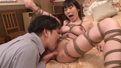 Sovereign crawls into the bedroom Asians BDSM