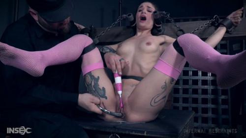 Luna Lovely Earresistible (2018) BDSM