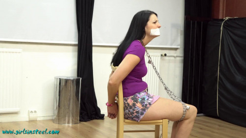 Girlsinsteel – Chained and neckcuffed
