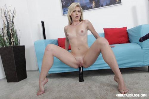 BrutalDildos Claudia Mac Sex Machines