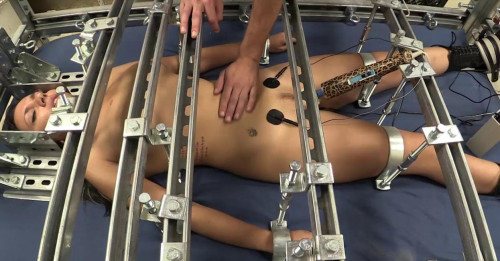 Betty Cash Iron Bed Play 2