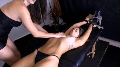 HD Bdsm Sex Videos Autumns tickle sub part 3