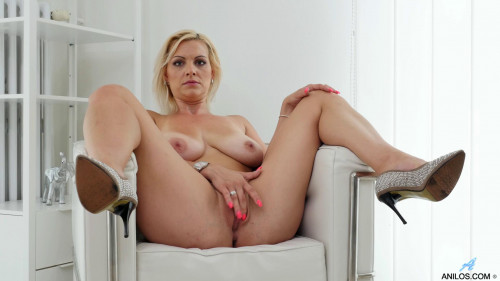 Blonde Beauty Masturbation