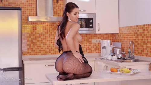 Melisa Mendini – Naughty Kitchen Bar