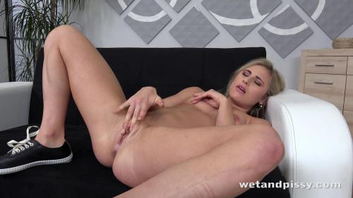 Lindsey Cruz - American Beauty Pissing