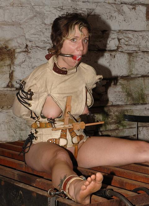 Tight jacket for slave