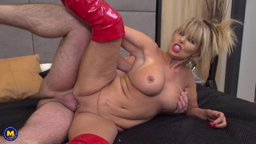 Gabrielle Fox – British Milf fucking and sucking (2018)