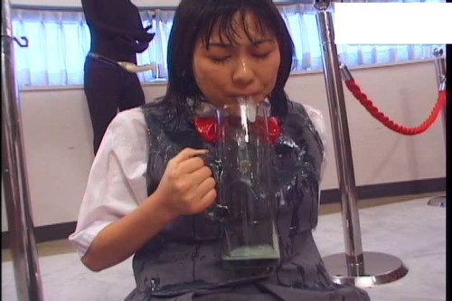 Schoolgirl got into an orgy and swallowing sperm Bukkake