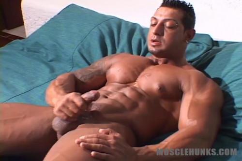 MuscleHunks - Ezequiel Martinez