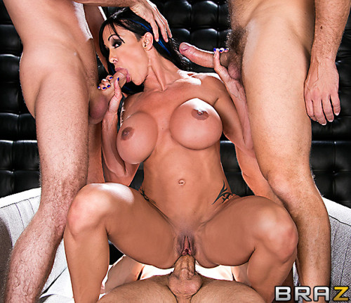 Big Tits MILF Decides To Take Them On With Every Hole Shes Got