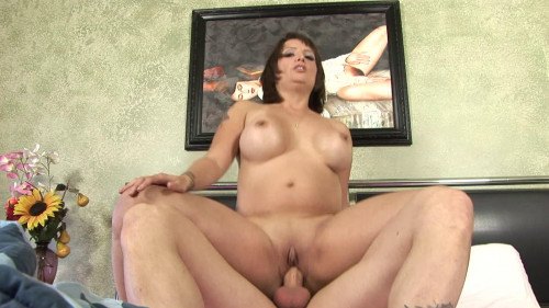 Busty cougar knows how to wake up guy