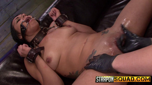 Isa Mendez Takes More Double Penetration